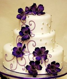 Cream and violet wedding cake - My wedding ideas