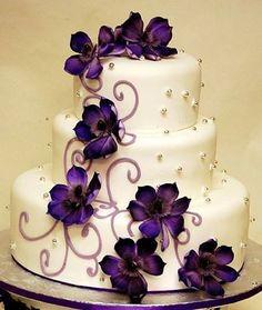 Cream and violet wedding cake - My wedding ideas