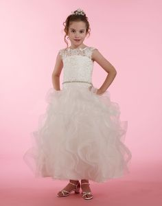 This dress looks like a gown that came straight of the runway of bridal couture. Just imagine what your little princess will look like in this stunning lace dre. Girls Designer Dresses, White Flower Girl Dresses, Dresses For Less, Lace Bodice, Embroidered Lace, Little Princess, Baby Dress, Gowns, Couture