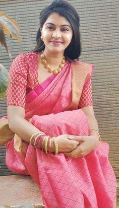 Latest Traditional Blouse Designs - The Handmade Crafts Pattu Saree Blouse Designs, Fancy Blouse Designs, Bridal Blouse Designs, Stylish Blouse Design, Party Looks, Traditional Blouse Designs, Sonam Kapoor, Deepika Padukone, Saree Trends