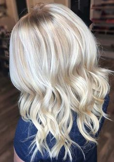 Try these best given platinum blonde hair colors if you wanna stand our yourself in the whole crowd. It is one of the lightest hair colors among all the blonde hair color shades. Ladies who have natural wavy hair they can use to sport this fantastic hair color shade to get fantastic locks beauty in year 2018.
