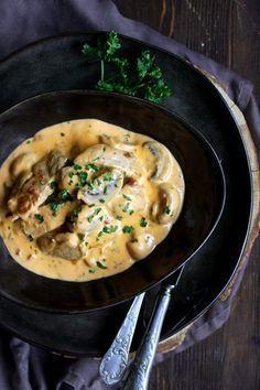 Ihr Lieben ❤️ Eins unserer Lieblingsrezepte und absoluter Klassiker bei usn daheim ist dieser Filettopf. Eine herrlich cremige Sauce, in der sich Schweinefilet und Champignons baden.Dazu Reis, Spät…