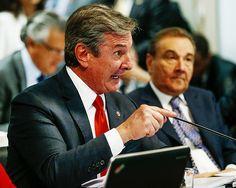 BRASILIA, DF, BRASIL, 26-08-2015, 10h00: O Procurador Geral da República (PGR) Rodrigo Janot participa de sabatina na CCJ do Senado Federal. A sabatina visa confirmar o nome de Janot na recondução ao comando da PGR após indicação pela presidente Dilma. O senador Jose Maranhão (PMDB-PB) preside a sessão e o senador Ricardo Ferraço (PMDB-ES) é o relator da indicação. O senador Fernando Collor (PTB-AL), investigado na operação lava