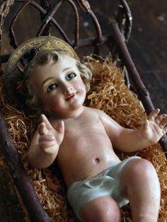 Etsy のBaby Jesus Figurine in Wooden Cradle Infant Child Jesus Glass Eye Santos Nativity Christmas Spain Antique Religious/39(ショップ名:GliciniaANTIQUE)