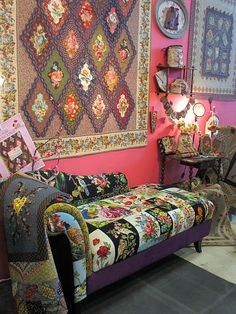 Love the couch quilt...........blog af121