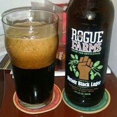 Cerveja Rogue Farms Dirtoir Black Lager, estilo Schwarzbier, produzida por Rogue Ales Brewery, Estados Unidos. 6% ABV de álcool.