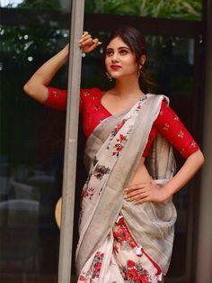 Saree Models, Beautiful Girl Photo, Beautiful Women, Saree Blouse Designs, Beautiful Saree, Indian Sarees, Indian Actresses, Girl Photos, Girl Fashion