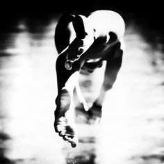 Amazing black and white people photography by Betina La Plante Swimming Photography, People Photography, Michael Phelps, Christophe Jacrot, Swimming Motivation, I Love Swimming, Swimming Rules, Black And White People, Meditation