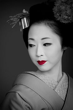 """It is not for Geisha to want. It is not for Geisha to feel. Geisha is an artist of the floating world. The rest is secret"" (from Memoirs of a Geisha). Geisha Samurai, Geisha Art, Geisha Japan, Japan Sakura, Ansel Adams, Japanese Beauty, Asian Beauty, Memoirs Of A Geisha, Edward Weston"