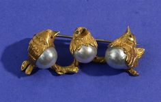 18K YELLOW GOLD AND PEARL BIRD BROOCH   #TuscanyAgriturismoGiratola