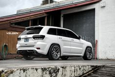 Take a look at the King of the Hill Custom White Jeep Grand Cherokee photos and go back to customizing your vehicle with renewed passion. Srt8 Jeep, Jeep Wrangler Lifted, Lifted Jeeps, Jeep Wranglers, Mopar, Suv Cars, Sport Cars, White Jeep Grand Cherokee, Luxury Cars