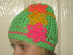 Hat with Beads on Flowers and on the Band Crochet Flower Hat, Flower Hats, Hand Crochet, Hand Knitting, Crochet Hats, Free Studio, Silver Beads, Knits, Delicate