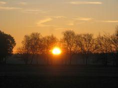 Sonnenaufgang im März über des Sassenburg