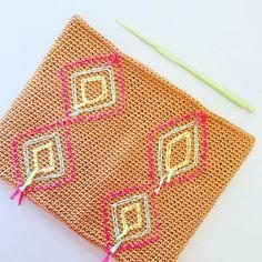 "Alex from Vienna auf Instagram: ""Trying something new 🤓 #crochet #crocheting #crochetlove #crochetaddict #crochetastherapy #craftastherapy #crochetgirlgang #instacrochet…"" Try Something New, Girl Gang, My Bags, Vienna, Crocheting, Unicorn, Tapestry, How To Make, Inspiration"