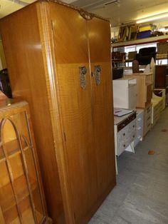 Gorgeous retro wardrobe, lovely decorative handles, measures H-180cm W-85cm D-50cm ------------- £95 (pc778)