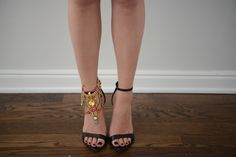 I LOVE this : the statement anklet