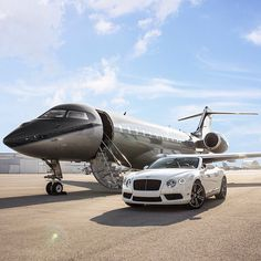 Private Jet & Bentley All set to Takeoff Jets Privés De Luxe, Luxury Jets, Luxury Private Jets, Private Plane, Bentley Auto, Black Bentley, Jet Privé, Luxury Lifestyle Women, Lifestyle Sports
