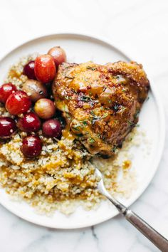 Skillet Chicken with Grapes and Caramelized Onions - an easy recipe that goes perfectly with a crisp green salad, quinoa, or fresh bread! | pinchofyum.com