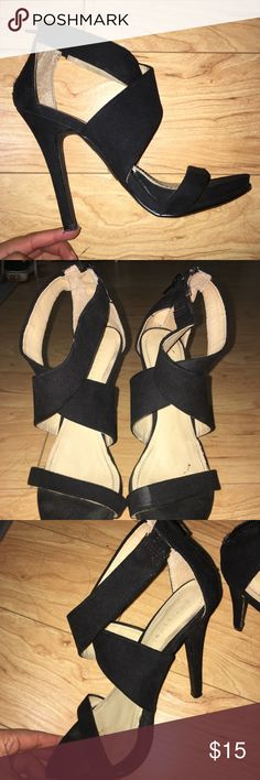 Forever 21 Black Strappy Heels Blacks strappy Heels from Forever 21 perfect for holidays. Worn a few times, good condition. Slight scuff by pinky toe. Size 5.5 for Woman, fits a 6. Forever 21 Shoes Heels