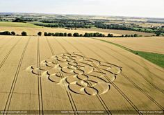 imagens mostram bolas de luz durante a criação do crop circle Andorinhas | ETs & ETc | Nunca estivemos sós.