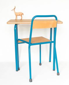 Ensemble bureau et chaise des années 60   leshappyvintage.fr