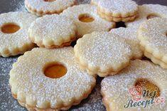 Linecká kolečka s marmeládou Christmas Baking, Christmas Cookies, Cookie Recipes, Dessert Recipes, Small Desserts, Czech Recipes, Scones, Doughnut, Tapas