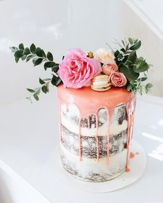 24 Floral Wedding Cakes That Are Almost Too Beautiful to Eat (drip cakes awesome) Pretty Cakes, Beautiful Cakes, Amazing Cakes, Cupcakes, Cupcake Cakes, Floral Wedding Cakes, Floral Cake, Vanilla Macarons, Naked Cakes