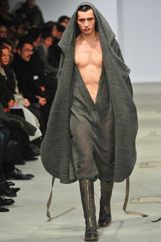 Thimister FW11l This is so hideous! I'm surprised the flotus hasn't been strutting around in it! UGLY!!!!