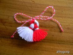 Yarn Crafts, Diy And Crafts, Yarn Dolls, Diy Tassel, Holidays And Events, Quilling, Diy Gifts, Art For Kids, Decoration
