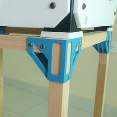 This table is made of two types of corners in printing, wooden slats, wood screws and wood glue. 3d Printing Business, 3d Printing Diy, 3d Printing Service, 3d Printer Designs, 3d Printer Projects, 3d Projects, Vinyl Projects, Diy 3d Drucker, Useful 3d Prints