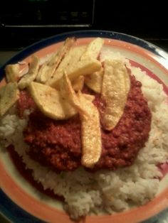 Corn beef and white rice,with potato a typical Puerto rican meal.☀Puerto Rico☀ ,,, never had it with the potato tho lol Puerto Rican Dishes, Puerto Rican Cuisine, Puerto Rican Recipes, Beef Recipes, Cooking Recipes, Healthy Recipes, Comida Boricua, Puerto Rico Food, Spanish Dishes