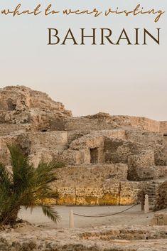 Dresscode and etiquette when visiting Bahrain as a non-Muslim #bahrain #middleeast Iran Travel, Egypt Travel, Road Trip Planner, Travel Planner, Travel Guides, Travel Tips, Visit Dubai, Dubai Travel, Turkey Travel