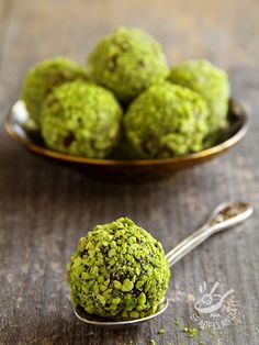 Raw Food Recipes, Sweet Recipes, Cooking Recipes, Pistachio Recipes, Pudding Desserts, Truffle Recipe, Food Gifts, Food Inspiration, Healthy Snacks