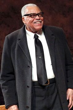 James Earl Jones    This distinguished actor achieved the rank of First Lieutenant while serving in the U.S. Army.
