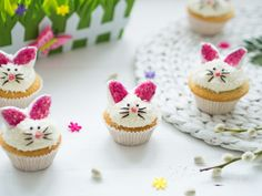 Waniliowe babeczki króliczki - Pani Tereska - Przepisy od serca Mini Cupcakes, Bourbon, Cookies, Food, Bourbon Whiskey, Crack Crackers, Biscuits, Essen, Meals