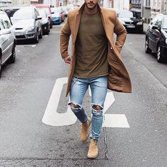 Vai demorar muito pro Inverno chegar?  Trench Coat, Calça Jeans Rasgada e Chelsea Boot. Que tal TIME? ✌ Boa Noite