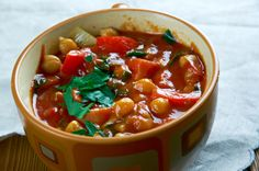 222 cal - Chickpea Soup with Greens Lentil Recipes, Veggie Recipes, Soup Recipes, Diet Recipes, Healthy Recipes, Recipies, Vegetarian Recipes, 800 Calorie Meal Plan, Low Calorie Recipes