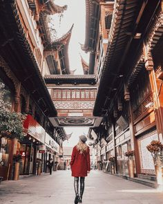 """Alexandra Pereira (@lovelypepa) en Instagram: """"Shanghai old streets where tradition and kitsch stores meet 🥡Personally loved going through these…"""""""