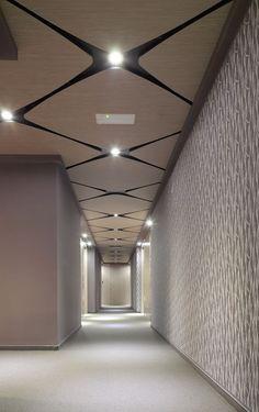 Hotel NOX  조명, 창문,문 을 강조하기 위해 공간을 변형시킬 수도 있다.