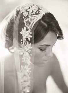 How To Wear A Mantilla Veil On Your Wedding Day