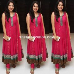 anchor ramya in pink anarkali for romeo juliet premier show
