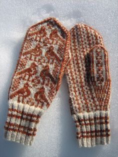 these mittens remind me of the ones my Mom made for all of us each winter.  Love 'em.