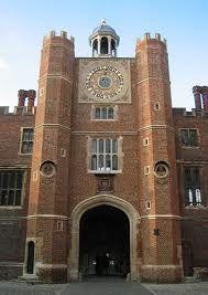 Anne Boleyn's Gateway at Hampton Court Palace. Entrance to Hampton Court Hampton Palace, Hampton Court, Palace Uk, Palace London, Marie Tudor, James Park, Tudor Dynasty, Tudor Era, Cultura General