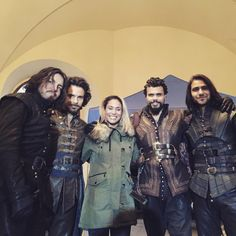 Aaah look at them all! She's so lucky to go visit the set. Love this pic. The Musketeers Tv Series, Bbc Musketeers, The Three Musketeers, Howard Charles, Bbc Tv Series, Series 3, Luke Pasqualino, Tom Burke, Santiago