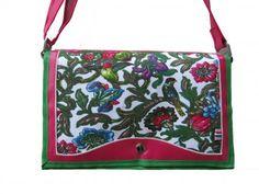 Prachtige tas van Ambela, samen met de jurk een echte blikvanger!