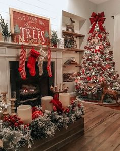 Are you searching for images for farmhouse christmas tree? Browse around this website for perfect farmhouse christmas tree inspiration. This cool farmhouse christmas tree ideas looks completely excellent. Merry Little Christmas, Noel Christmas, Primitive Christmas, Christmas Crafts, Farmhouse Christmas Trees, Christmas Mantels, White Christmas, Classic Christmas Decorations, Christmas Ideas