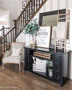 What a comfy cozy spot to just pop a squat and take a load off! 😜 We love the contrast of colors in entryway! Country Decor, Farmhouse Decor, Modern Farmhouse, Country Farmhouse, Rustic Vintage Decor, Vintage Wood, White Room Decor, Entryway Decor, Entryway Stairs