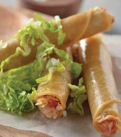 Tacos dorados de atun. Super facil! Best Mexican Recipes, Fish Recipes, Guatemalan Recipes, Cooking Recipes, Healthy Recipes, Exotic Food, Tacos Dorados, Mexican Dishes, Family Meals