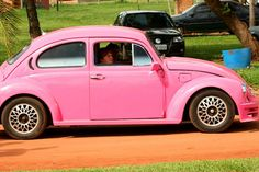 Pink VW Fusca by Max Hendel, via Flickr