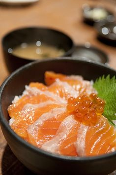 Ocean Oyakodon, Popular Japanese Donburi Dish (Salmon and Ikura Caviar Rice Bowl)|海鮮親子丼